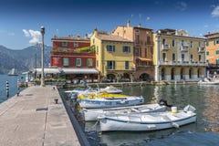 Porto di Malcesine sulla polizia del lago, Malcesine, Gardasee, Italia fotografia stock