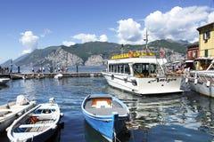 Porto di Malcesine sulla polizia del lago in Italia del Nord. Immagini Stock Libere da Diritti