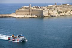Porto di Malta valletta con il catamarano Fotografie Stock Libere da Diritti