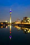 Porto di media di Dusseldorf alla notte Fotografie Stock