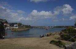 Porto di Mevagissey e vista della spiaggia di St Austell in Cornovaglia Fotografie Stock Libere da Diritti
