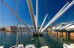 Porto di Oporto Antico con gli yacht e le attrazioni bianchi di lusso, Genova fotografia stock libera da diritti