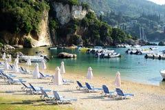 Porto di Paleokastritsa e spiaggia di Alipa fotografie stock libere da diritti