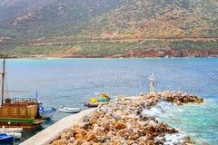 Porto di pesca con le barche in Bali, Creta Immagine Stock