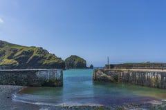 Porto di pesca della baia di Mullen e frangiflutti storici Fotografie Stock Libere da Diritti