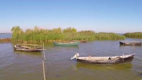 Porto di pesca nel delta di Danubio, aereo video d archivio