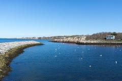 Porto di Rockport con il cielo blu e pulito Immagini Stock Libere da Diritti