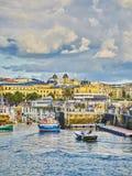 Porto di San Sebastian con il quarto storico nel fondo fotografia stock