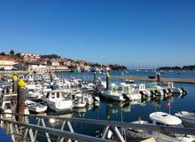 Porto di San Vicente de la Barquera Cantabria, Spagna immagini stock libere da diritti