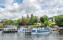 Porto di Windermere con le barche giranti Fotografia Stock