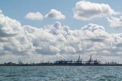 Porto do canal da entrada de Rotterdam, Países Baixos Foto de Stock Royalty Free