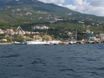 Porto do comércio da carga de Yalta, Crimeia fotografia de stock royalty free