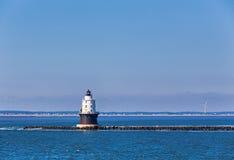 Porto do farol da luz do refúgio na baía de Delaware Fotografia de Stock Royalty Free