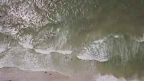 Porto do ferro, Ucr?nia - 30 de junho de 2018: Ideia a?rea de uma ?rea de recrea??o luxuoso na praia da areia e no mar vídeos de arquivo