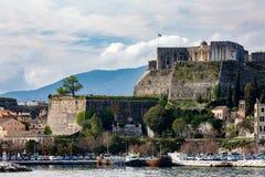 Porto do ferryboat de Corfu, ilha de Kerkira, Grécia foto de stock