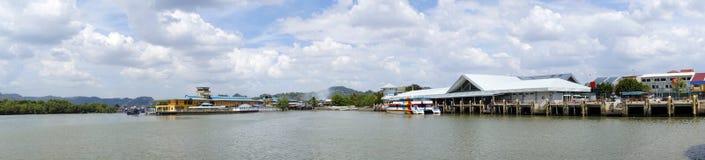 Porto do panorama às ilhas de Langkawi Foto de Stock