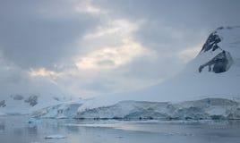 Porto do paraíso, a Antártica imagens de stock