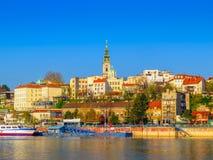 Porto do turista de Belgrado em Sava River With Kalemegdan Fortress e Fotografia de Stock
