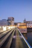 Porto dos meios em Dusseldorf na noite Foto de Stock Royalty Free