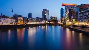 Porto dos meios em Dusseldorf na noite Fotografia de Stock Royalty Free