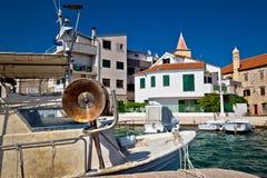 Porto dos pescadores da cidade velha Pirovac fotografia de stock royalty free