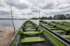 Porto e barche di Ucaima sul fiume di Carrao, Venezuela fotografie stock