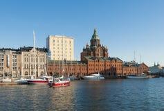 Porto e catedral nortes Helsínquia de Uspenski Fotografia de Stock Royalty Free