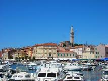 Porto e cidade Rovinj, Croácia Fotografia de Stock