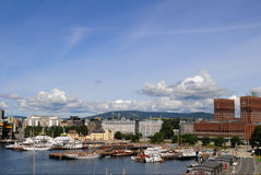 Porto e Cityhall di Oslo Immagini Stock Libere da Diritti
