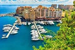 Porto e construções luxuosos na lagoa, Monte - Carlo, Mônaco Fotografia de Stock