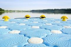 Porto e lago blu Immagini Stock