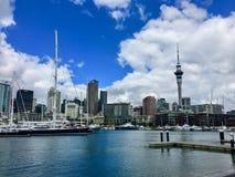 Porto e orizzonte di Auckland fotografia stock libera da diritti