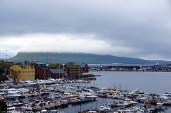 Porto e Tinganes di Torshavn su isole faroe immagine stock libera da diritti