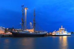 Porto em Helsínquia na noite Fotos de Stock Royalty Free