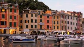 Porto em Portofino no crepúsculo, Itália filme