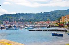 Porto em uma das cidades da ilha da Ilha de Elba Imagens de Stock Royalty Free