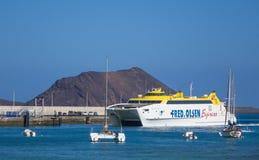 Porto expresso do porto de Corralejo da balsa de carro de Fred-Olsen Foto de Stock Royalty Free
