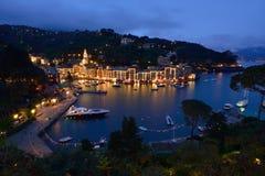 Porto Fino på den blåa timmen på kostnaden av det Ligurian havet Royaltyfri Foto