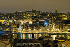 Porto flodstrandsikt vid natt i Portugal Royaltyfria Foton