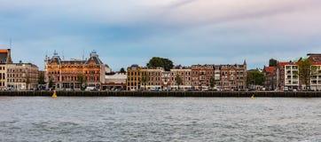 Porto fluviale olandese di Rotterdam, dell'orizzonte nel pomeriggio immagine stock libera da diritti