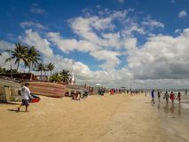 Porto Galinhas, Pernambuco, Brésil, le 16 mars 2019 - les gens appréciant la plage photos libres de droits
