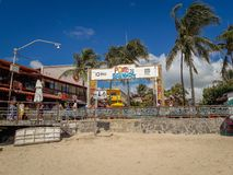Porto Galinhas, Pernambuco, Brasil, o 16 de março de 2019 - povos que apreciam a praia imagem de stock royalty free