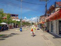 Porto Galinhas, Pernambuco, Brazilië, 16,2019 Maart: Mensen op zonnige dag op het strand van Porto Galinhas die, mensen van de zo stock afbeeldingen