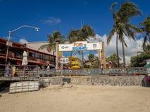 Porto Galinhas, Pernambuco, Brazylia, Marzec 16, 2019 - Zaludnia cieszyć się plażę obraz royalty free