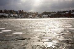 Porto ghiacciato davanti a Gamla Stan Fotografie Stock Libere da Diritti