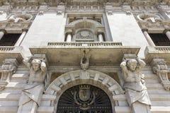 Porto het detail van de Stadhuisvoorgevel, bij Avenida-Dos Aliados wordt gevestigd die Royalty-vrije Stock Foto's