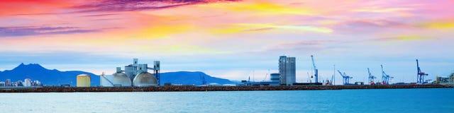 Porto industriale in Castellon de la Plana nell'alba.  La Spagna Immagini Stock Libere da Diritti