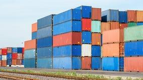Porto industriale con i contenitori Fotografie Stock Libere da Diritti