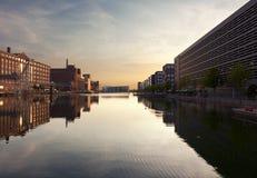 Porto interno di Duisburg al tramonto Fotografia Stock Libera da Diritti