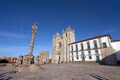 Porto katedra Catedral lub Se robimy Porto i pręgierzowi w Katedralnym kwadrata Terreiro da aka Se Obraz Stock